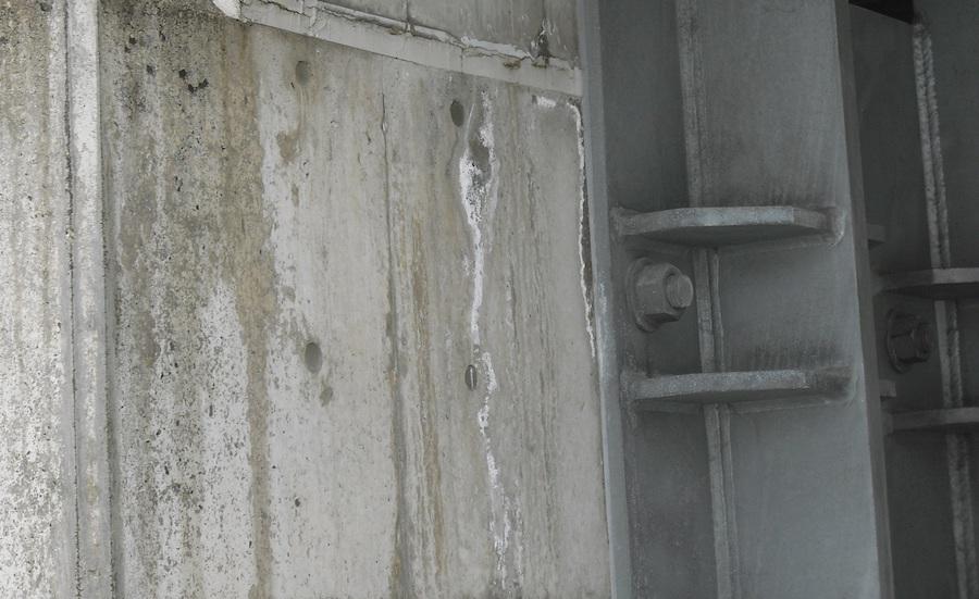 コンクリートのエフロレッセンス(白華)について