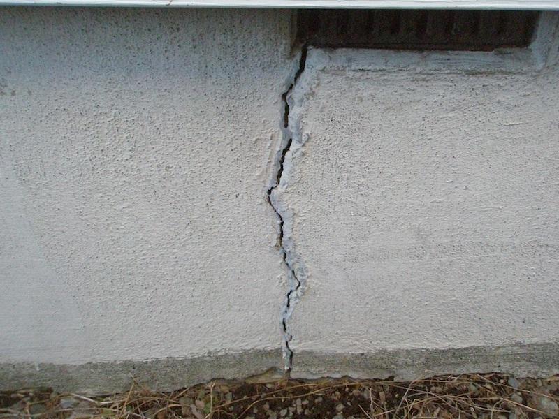 コンクリートのひび割れを抑制する施工方法