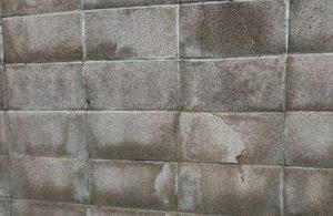 そのままでは危険。お宅のコンクリートブロック塀は大丈夫?