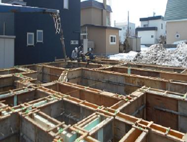住宅の基礎コンクリートのひび割れが起こる原因と補修方法