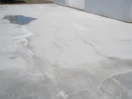 コンクリートの初期収縮によるひび割れを防ぐには「乾燥させないこと」