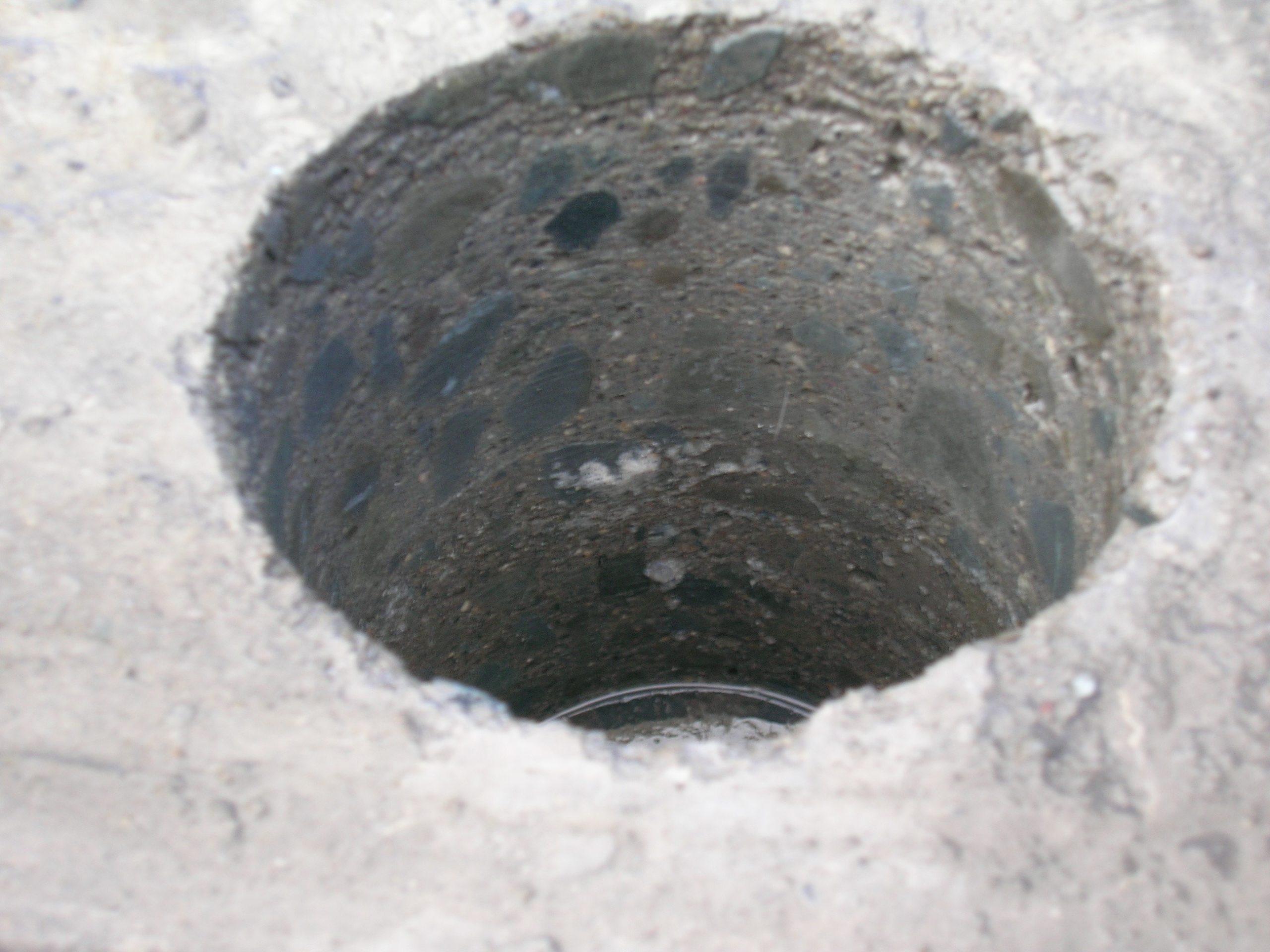 コンクリートの壁や床に穴を開ける「コア抜き」とは?