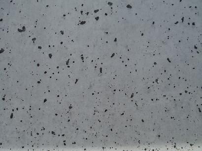 コンクリートの表面気泡はなぜできる?発生メカニズムを解説