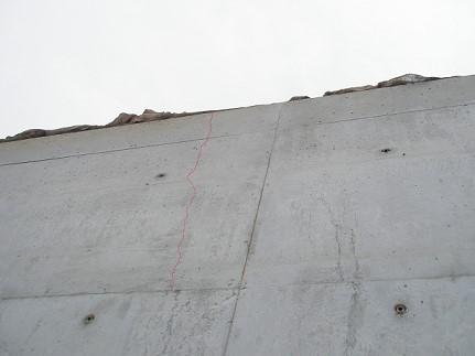 コンクリートの温度変化によるひび割れ