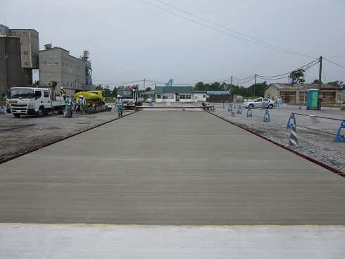 コンクリート建物の屋上防水のひび割れの影響と補修