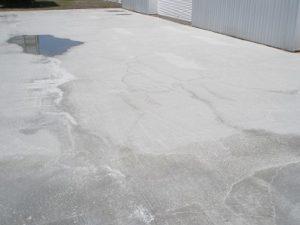 駐車場の土間コンクリートにひび割れが起こる原因と抑制方法について